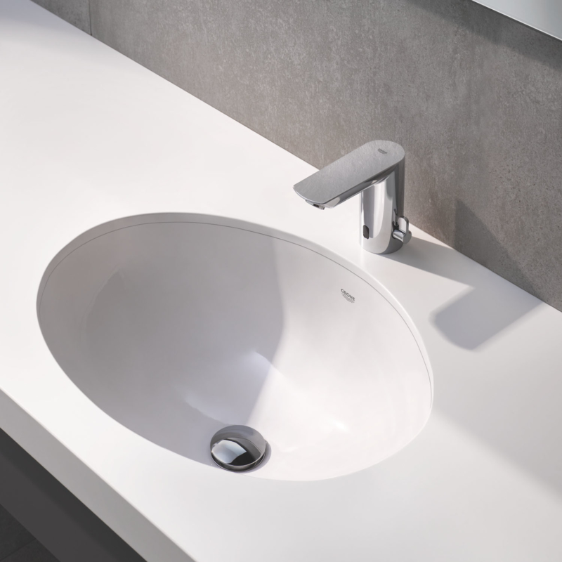 Grohe Bau Cosmopolitan E Electronic Battery Powered Temperature Control Sensor Tap 36451000 lifestyle 2