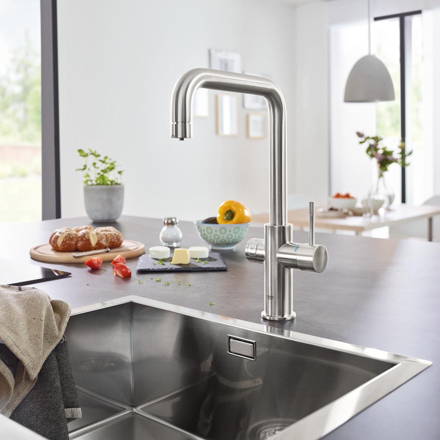 grohe blue home u spout swivel 150 chrome kitchen mixer tap. Black Bedroom Furniture Sets. Home Design Ideas